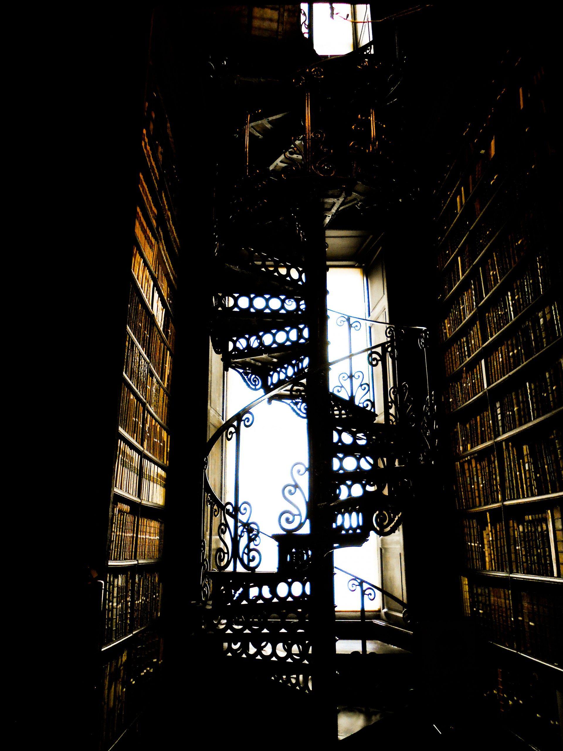 scala a chiocciola in biblioteca