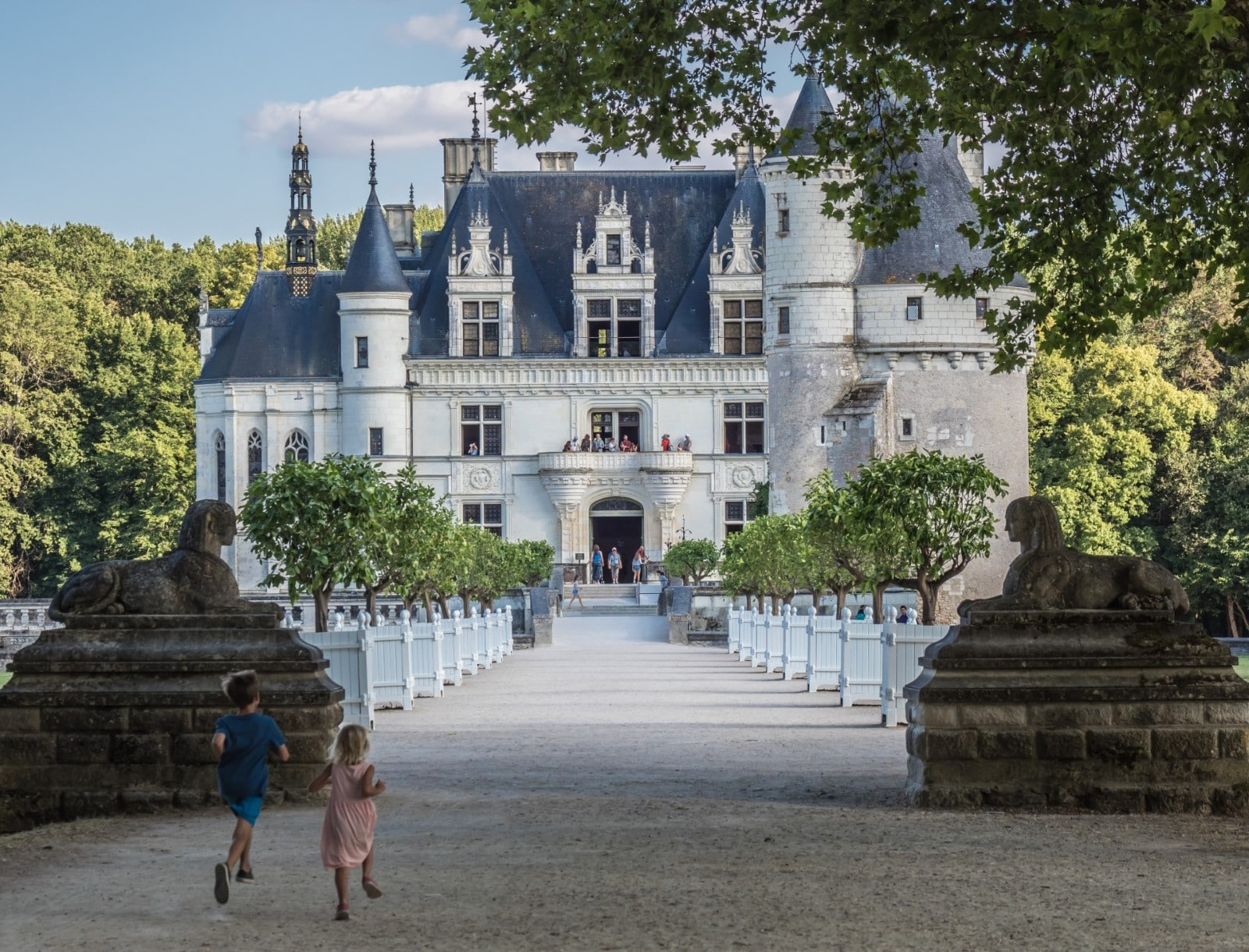 L'ingresso di Chenonceau, fiancheggiato da due sfingi.