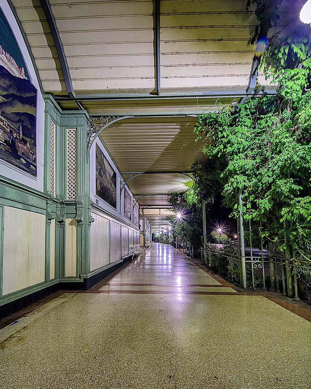 Wandelhalle di notte