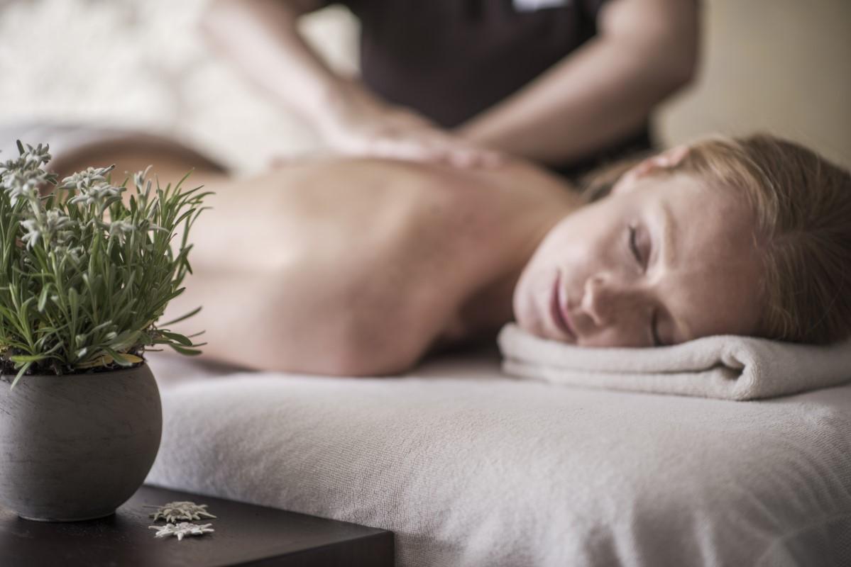 Massaggio rilassante con olio di stella alpina altoatesina