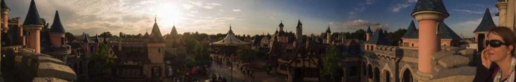 Vista a 180 gradi dal castello Disney