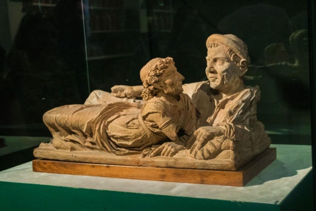 I due amanti al museo etrusco di Volterra
