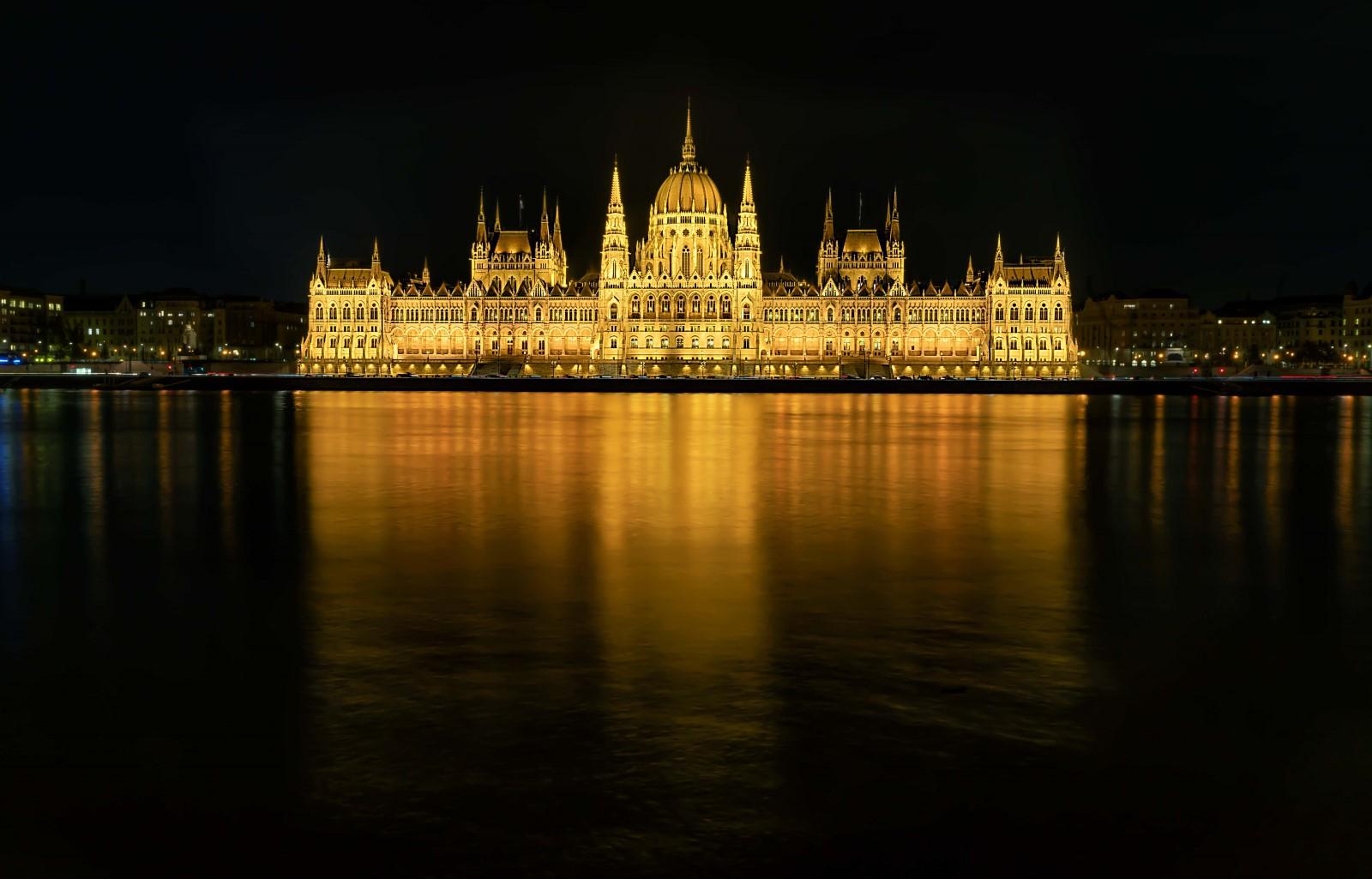 Parlamento alla sera