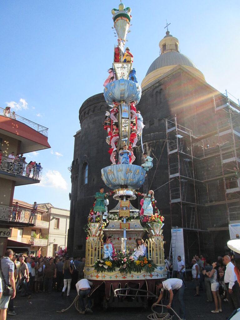 La processione della Vara