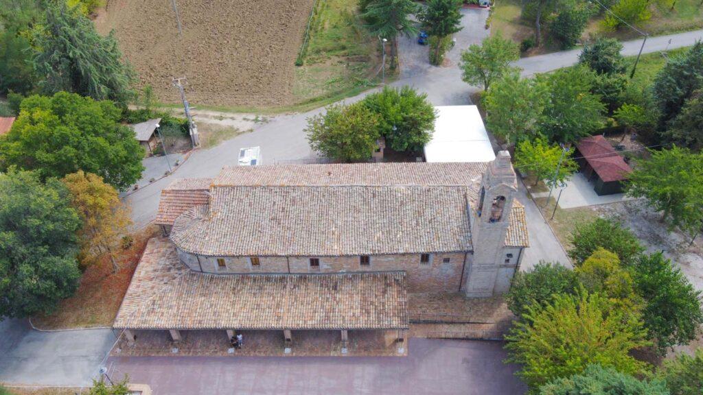 vista dall'alto della chiesa