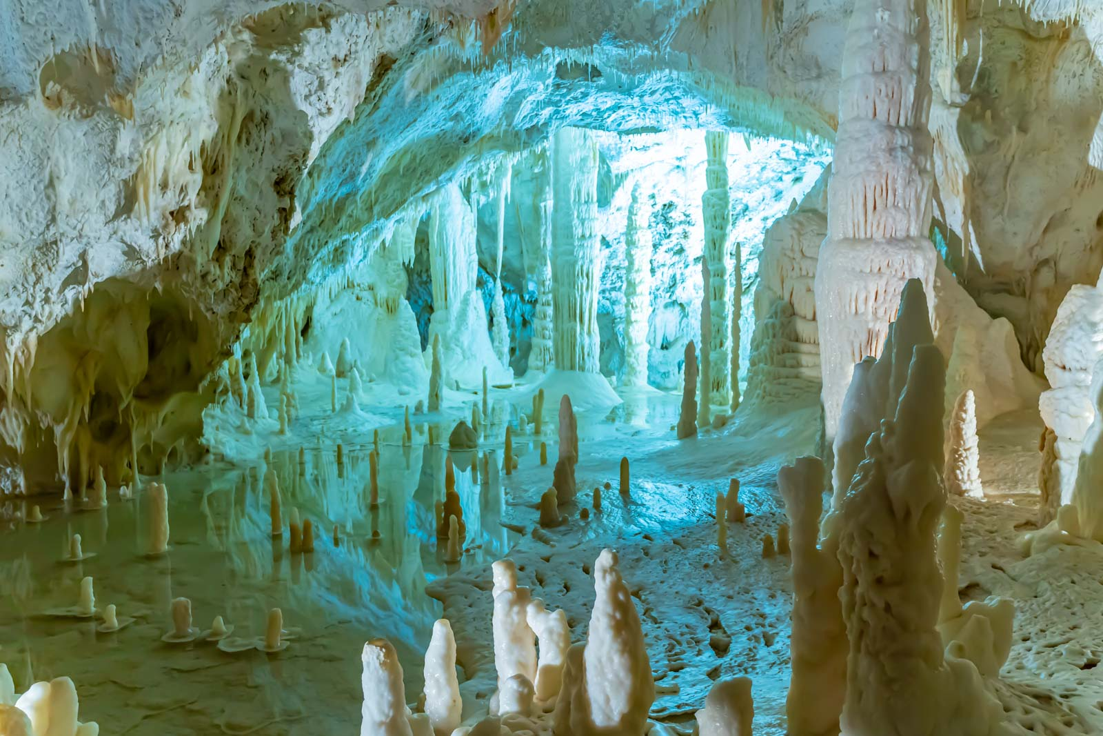 grotte di frasassi in camper